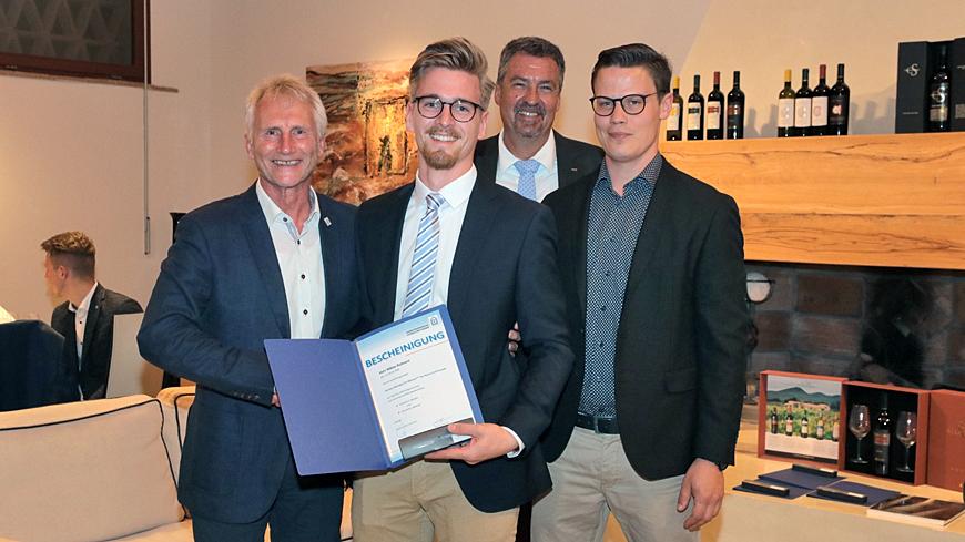 Juniorchef Niklas Kuhnert ist ab sofort Stuckateur-Meister